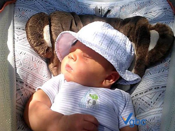 Tắm nắng cho trẻ sơ sinh như thế nào? Cách tắm nắng cho trẻ đúng cách